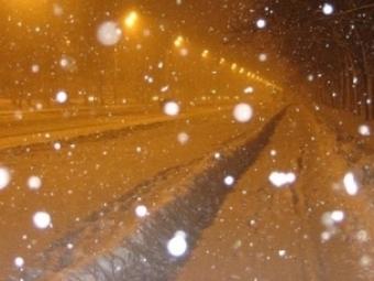 ВКурске снег убирали сотрудники администрации