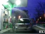 НаАЗС «Башнефть» вЕкатеринбурге автомобиль окатило бензином изпрорвавшегося шланга
