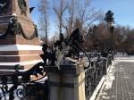 Администрация Иркутска обратилась вполицию из-за разрушения опоры освещения памятника Александру III