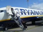 Сотрудники компании Ryanair нарисовали огромный фаллос навзлётной полосе