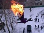 Алтайский экстремал получил травмы после «огненного прыжка» скрыши девятиэтажки