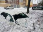 ВОмске снежная «лавина» обрушилась наиномарку