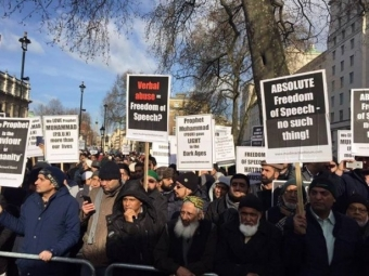 Более тысячи мусульман вЛондоне приняли участие вакции против карикатур вCharlie Hebdo