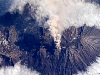 Вулкан Ключевской выбросил столб пепла навысоту до6км
