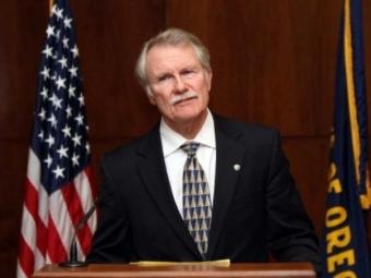 Губернатор штата Орегон Джон Кицхабер, уходит вотставку из-за обвинений вадрес невесты