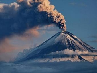 Геофизическая служба РАН: Пепел отвулкана Ключевской засыпал поселок наКамчатке