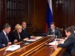 Бюджет изменят сучетом цены нанефть 50 долларов забаррель— Медведев