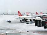 Более 100 авиарейсов отменили вСтамбуле из-за сильного снегопада