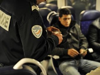 Власти Франции впервые непустили своих граждан вСирию