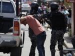 Полиция Панамы конфисковала угруппировки контрабандистов около тонны кокаина