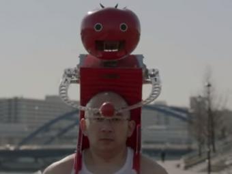 Робот, который кормит томатами бегущих атлетов— Бесполезные изобретения