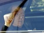 Экс-премьер Италии Берлускони неудачно вышел измашины исломал лодыжку
