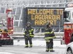 Пассажирский самолет пробил ограждение аэропорта