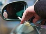 Российский союз молодежи попросил запретить водителям курить зарулем