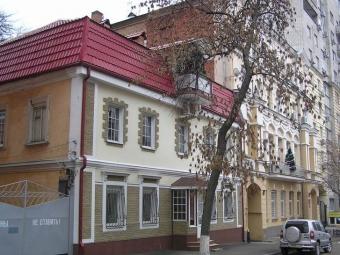 Вростовской больнице, около которой умер пенсионер, уволили врача ифельдшера