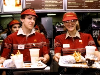 Cотрудники «Макдональдс» пожаловались накражу зарплат иожоги отфритюра