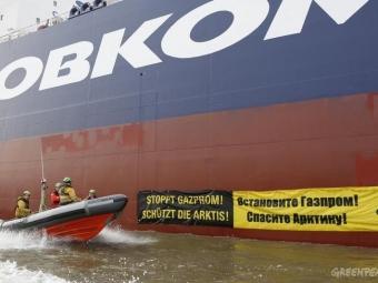 Впорту Гамбурга активисты Greenpeace «атаковали» российский танкер снефтью