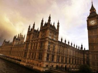 ВВеликобритании распущен парламент идан официальный старт избирательной кампании