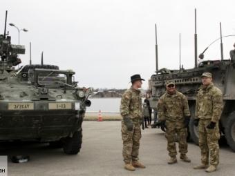 Военный конвой США оставил бронемашину Stryker Чехии