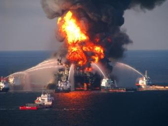 Уберегов Мексики взорвалась нефтяная платформа