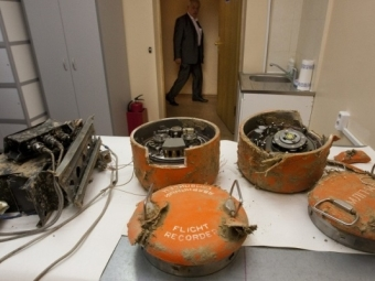 Вкабине пилота находились посторонние лица— Авиакатастрофа под Смоленском