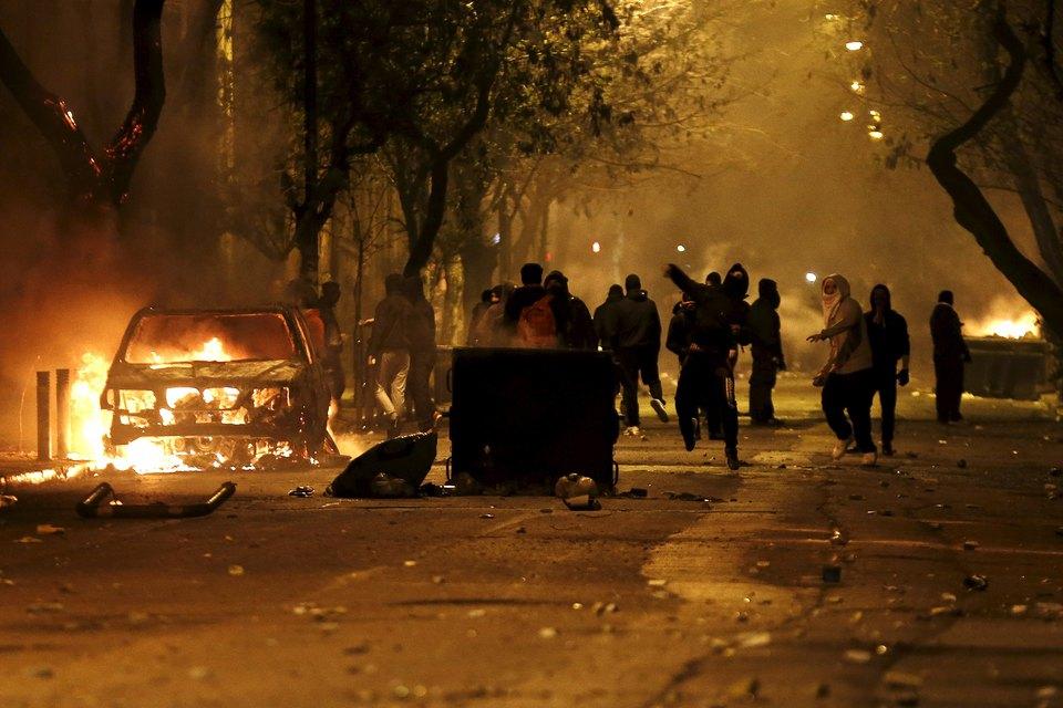 Анархисты устроили беспорядки вцентре греческих Афин