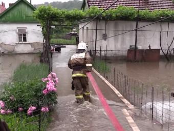 Из-за проливных дождей вКрыму началось наводнение, жителей некоторых сел эвакуируют