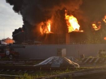 Нанефтебазе прогремели несколько взрывов, есть жертвы— «Азов»