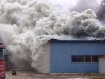ВЭстонии загорелся завод, близлежащий город окутал ядовитый дым
