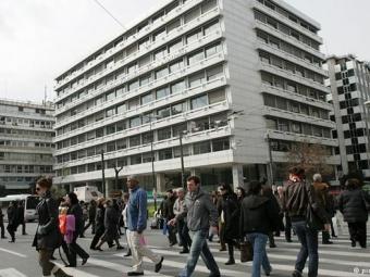 Члены коммунистического профсоюза ворвались вздание Минфина Греции