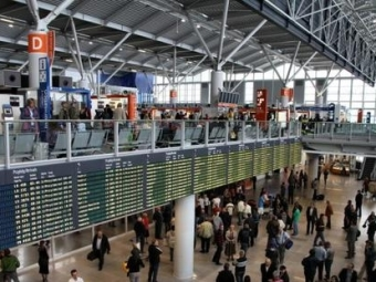 Хакеры атаковали польскую авиакомпанию LOT: десятки рейсов отложены