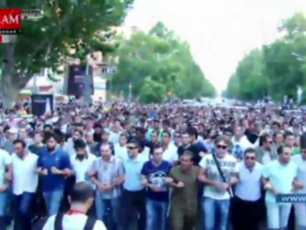 Нескольким участникам акции протеста вЕреване предложили встретиться спрезидентом Армении