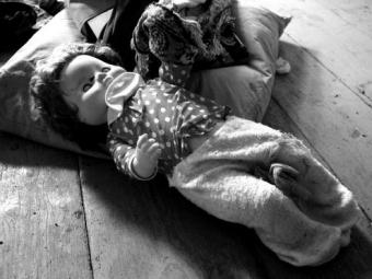 Труп новорожденного мальчика обнаружили насвалке вЧелябинской области
