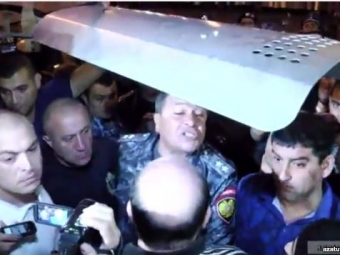 Полиция пообещала сегодня дополуночи «восстановить порядок»— Протест вЕреване