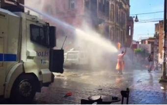 Полиция Турции резиновыми пулями иводометами разогнала гей-прайд