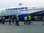 Ваэропорту Домодедово вовремя взлета у«Боинга-737» надломилась передняя стойка шасси