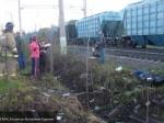 ВПодмосковье бетономешалка столкнулась сгрузовым поездом