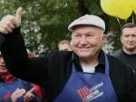 В интернете посмеялись над попытками СМИ занизить популярность Лужкова