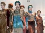 Томичи увидели этнические костюмы разных народов и сфотографировались в них