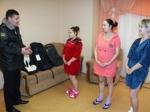 Необычные подарки от госавтоинспекторов в День матери получили новорожденные