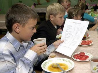 99 тысяч школьников Казани получили пластиковые карты