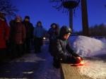 Цветы и свечи в память о блокаде