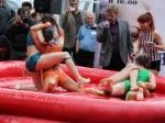 В Воронеже прошли женские бои в масле