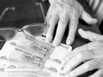 По требованию прокурора пенсионерке вернут незаконно взысканную задолженность за услуги связи