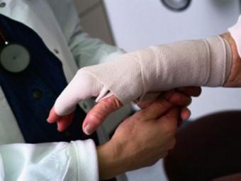 Лечение легких производственных травм будет оплачивать соцстраховка