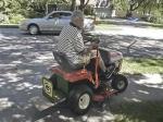 За вождение газонокосилки в пьяном виде мужчина получил штраф
