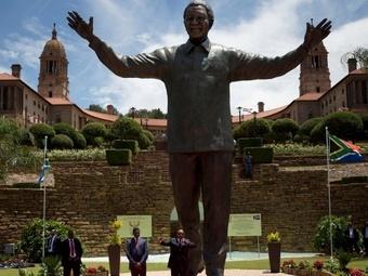 В Претории открыта статуя Нельсона Манделы