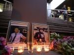 Возле здания ВГТРК возлагают цветы в память о российских журналистах, которые погибли в Украине