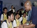 Баскетбольные команды Китая и США подрались, но затем помирились