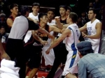Американские и китайские баскетболисты подрались.